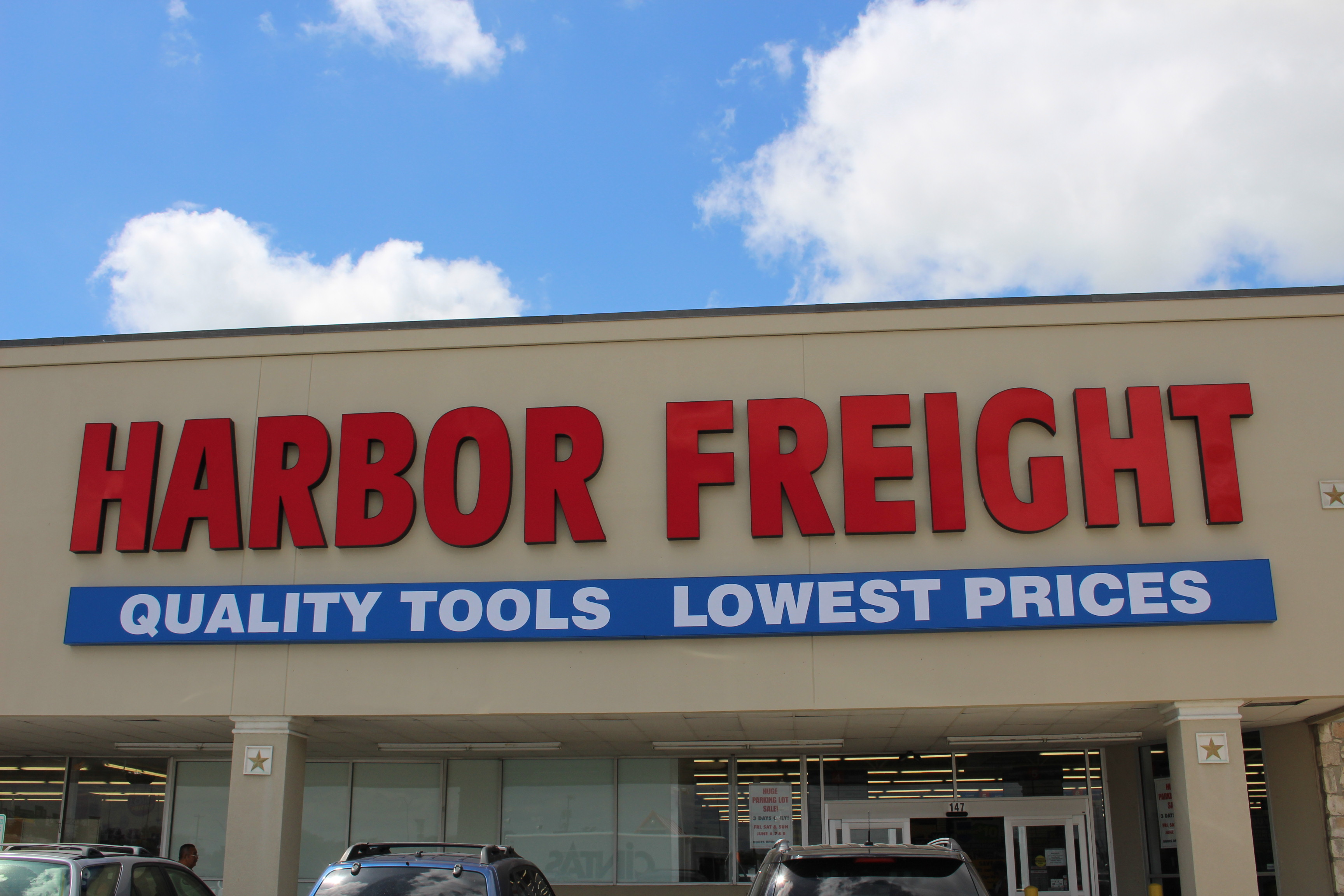 Harbor Freight is a diversified, full service trucking, warehousing and distribution company, conveniently located within the confines of the Port Newark/Elizabeth Marine Terminal.